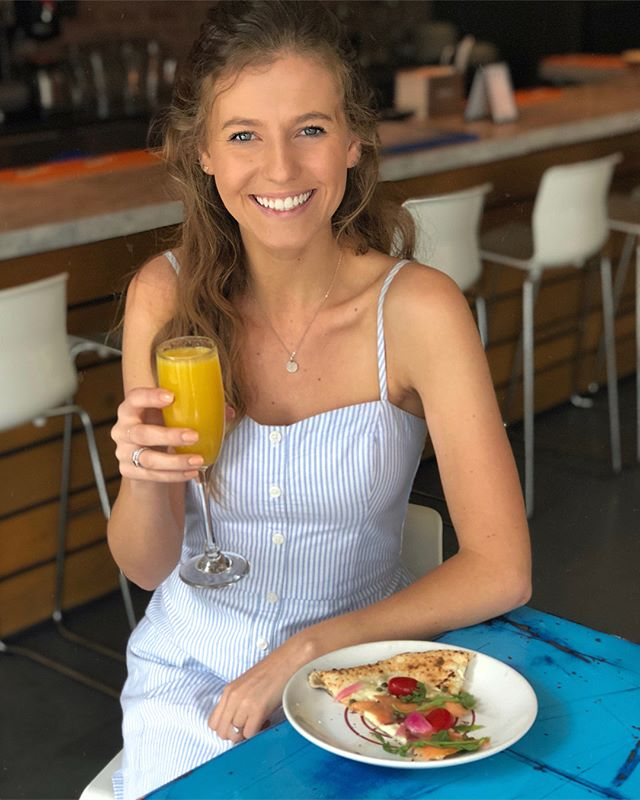Swipe right for BRUNCH PIZZA 🍕 @varuninapoliatl recently launched a new brunch menu and it combines my two favorite things.. brunch and pizza! Thank you so much for having us @varuninapoliatl 😍 #varuninapolibrunch