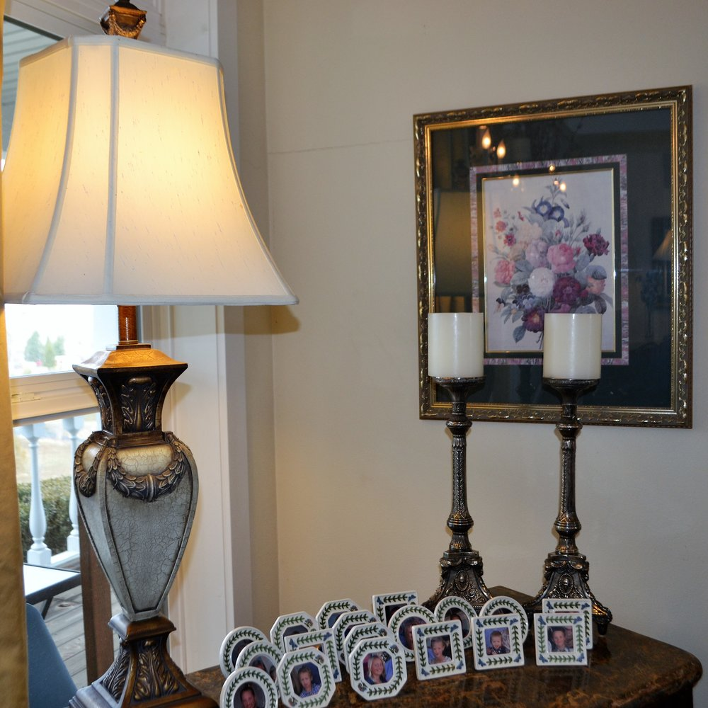 Framed pictures of Donna and John's family are used as place cards!