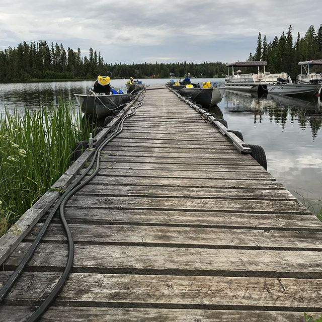 I could get use to this 💙 Plus, they allow dogs! @bakersnarrowslodge . . . . . #northernmanitoba #cabinporn #lakelife #exploremb