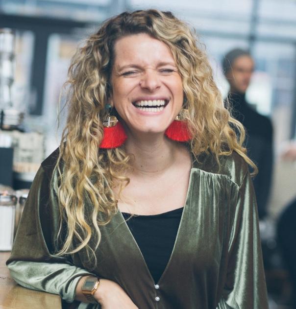 """Daniela Batista dos Santos - Hamburg""""Mindful Blogging bedeutet für mich, sein Herz für sich schreiben zu lassen.""""The Circle of Wonderwomen"""