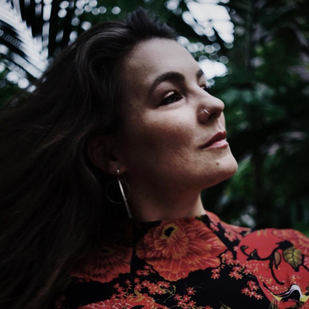 """Dajana Eder - Hamburg""""Mindful Blogging bedeutet für mich, ein nachhaltiges Business aufzubauen, mit dem vollen Bewusstsein für das eigene Sein und Tun. Die Stärken, die in einem sind, nach außen zu bringen und so langfristig authentisch zu bleiben …""""Impulsee"""