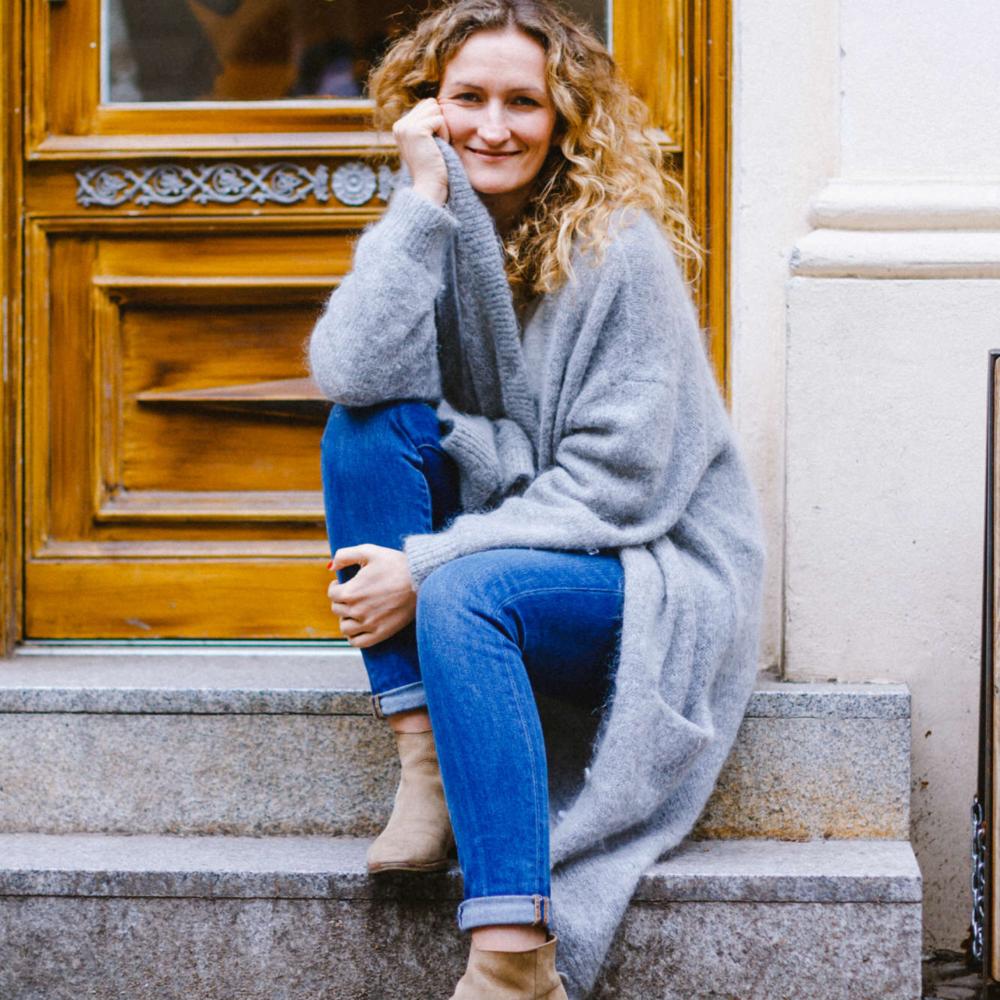 """Franziska Schulze - Hamburg & München""""Mindful Blogging bedeutet für mich, mir und anderen so offen und ehrlich zu begegnen, wie möglich, transparent zu kommunizieren und aus dem Herzen zu sprechen. Daraus entsteht ganz natürlich und unbeabsichtigt das, wonach wir uns alle so sehr sehnen: Nähe und Verbindung …""""franziska.love"""