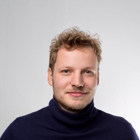"""Jonas Leve - Hamburg""""Mindful Blogging bedeutet für mich, nah an den Menschen und ihrem individuellen Alltag zu sein. Wir versuchen, auch die größten Skeptiker aufs Meditationskissen zu bringen und einen einfachen, persönlichen Einstieg in das Thema Achtsamkeit zu vermitteln.""""7 Mind"""