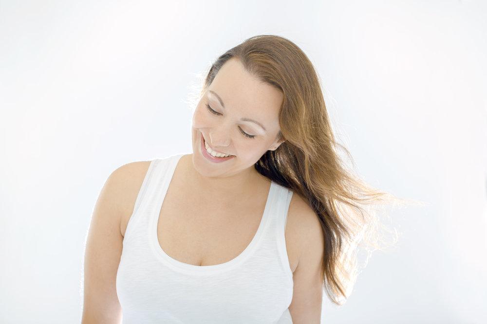 """Julia-Elena - Hamburg""""Mantras sind für mich gelebte Mindfulness. Sie haben mir schon durch so manche Krisen in meinem Leben geholfen und ich würde mich freuen, wenn mehr Menschen Mantras im Alltag nutzen würden.""""www.juliaelena.dewww.peaceloveyoga.de"""