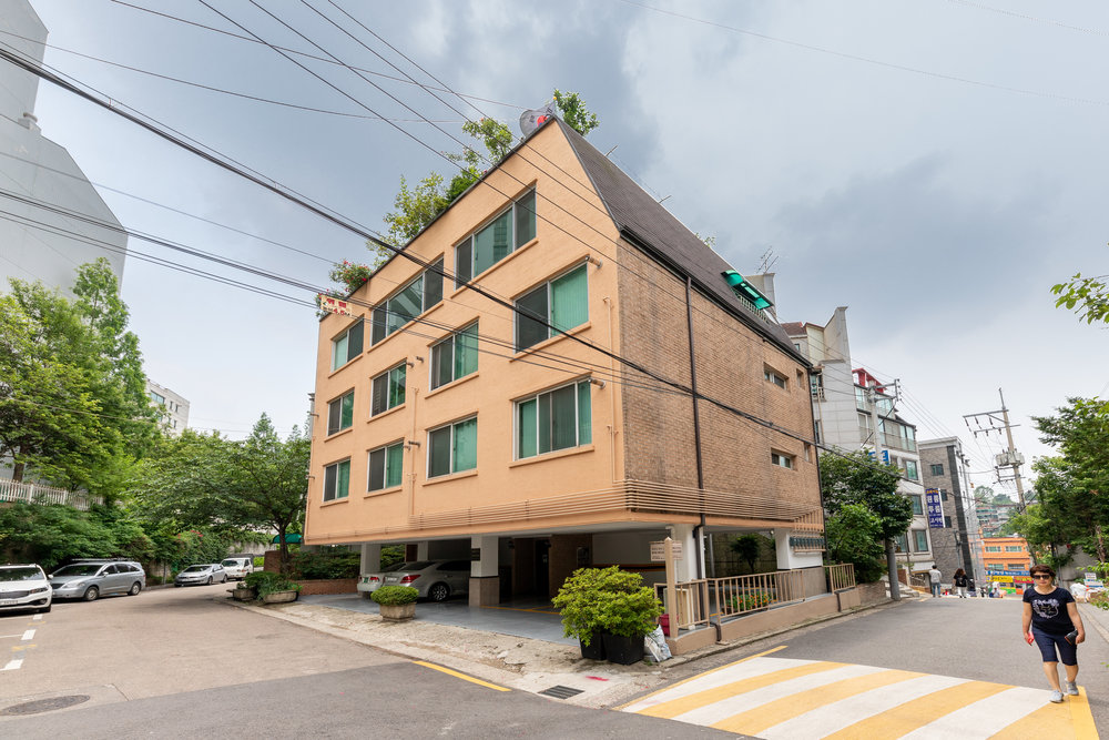 5. welcome to beige house -