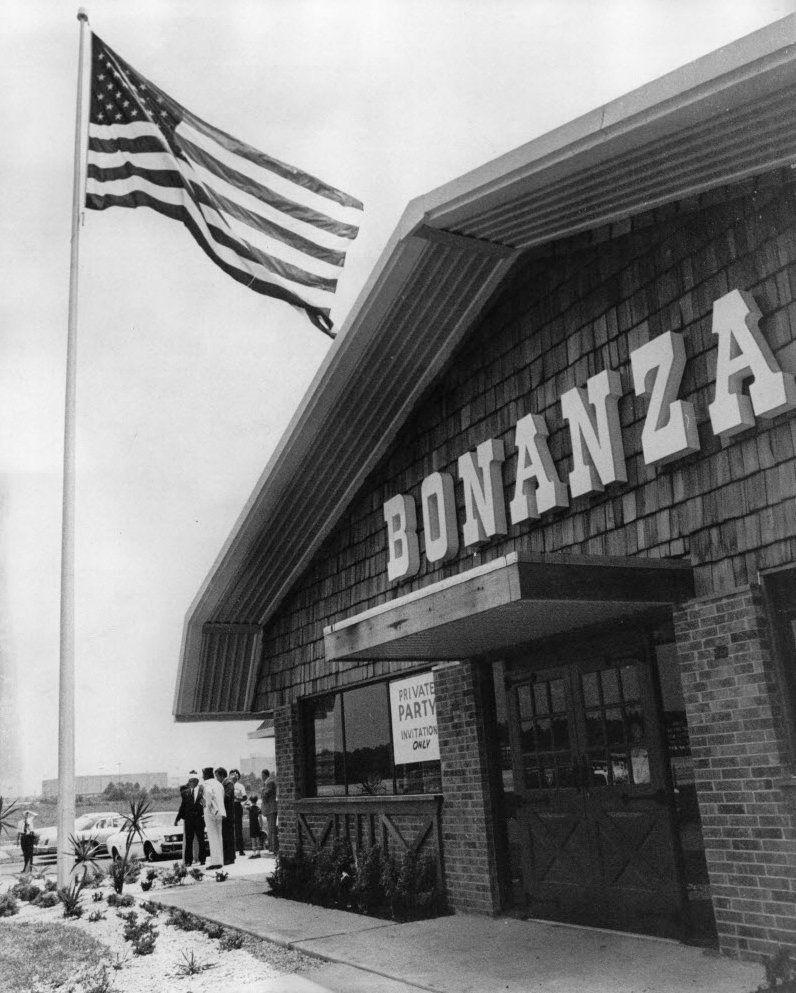 005f7eff8d3 1976-press-photo-american-flag-raised-at-bonanza-