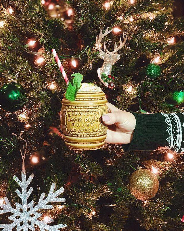 ✨Mele Kalikimaka✨ plantation rum, pistachio orgeat, falernum, lime, coconut foam 🎄🌺 #ajackrosechristmas