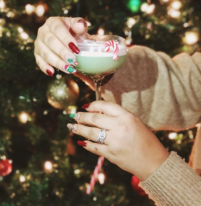 ✨The Grinch✨ tito's vodka, creme de cacao, almond, mint 🎄  #ajackrosechristmas