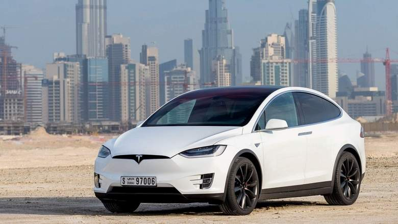 Tesla-Model-X-White-Exterior-Front-Side-Quarter.jpg