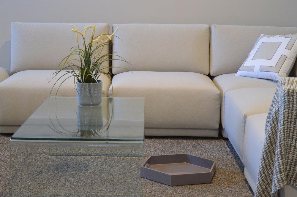 table-house-floor-home-residence-living-room-1057125-pxhere.com.jpg