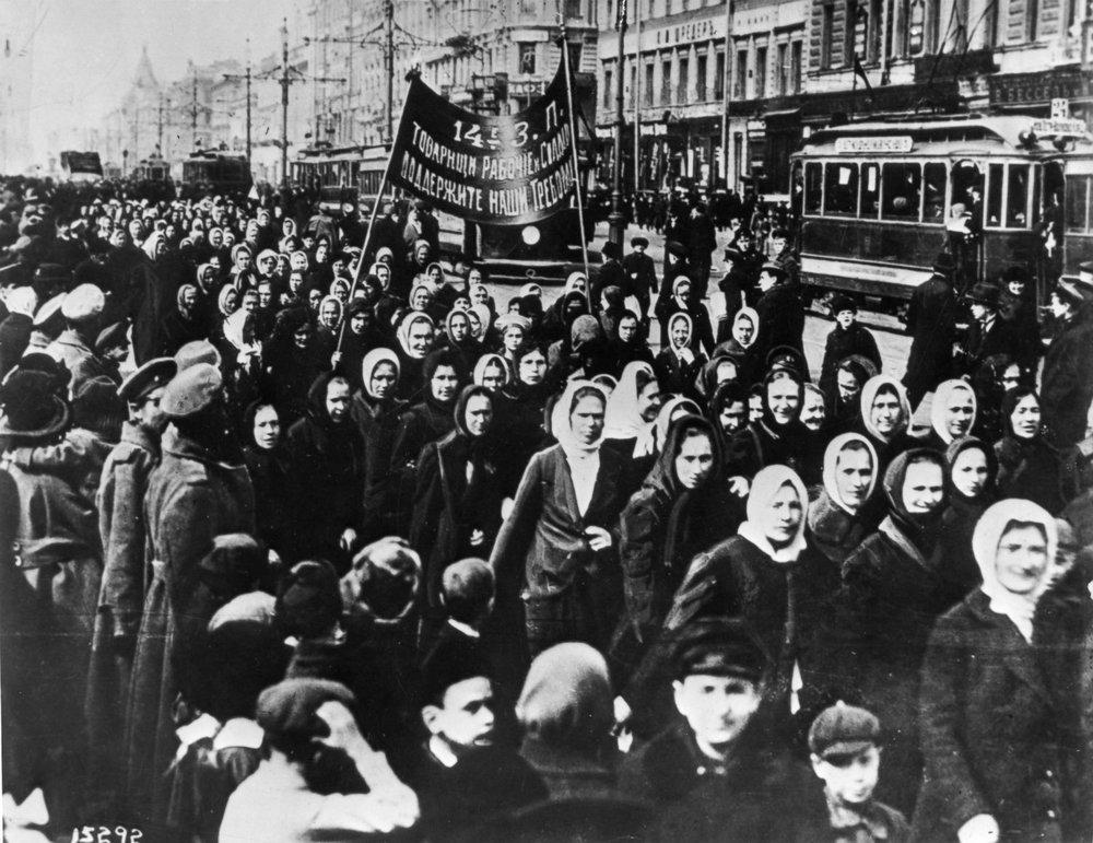 1917_International_Women's_Day_-_Petrograd.jpg