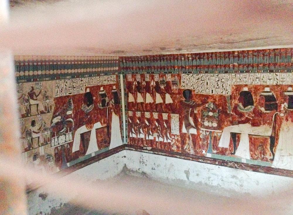 Vægmalerierne i en af gravene.
