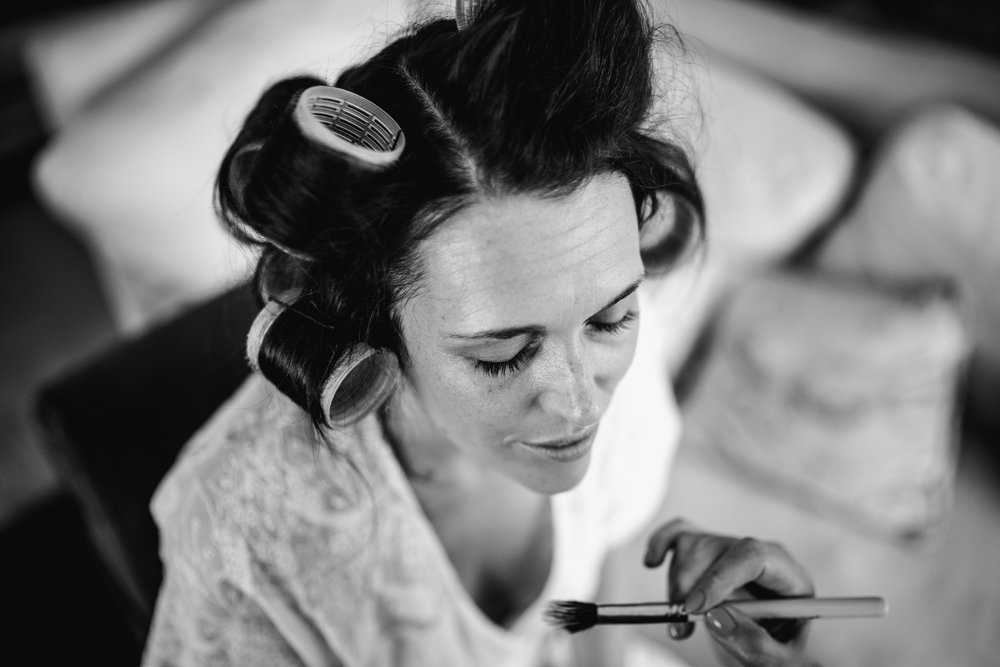 Lisa caldognetto makeup Bride getting ready by Abigail Steed photography