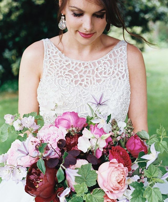 Meet Grace! The owner of @brambleandwild 🌷 Grace is a creative and skilful florist, we met around 7 years ago when I would pop in to buy flowers, especially their jam jar arrangements 🌟 I loved her work and knew she had to do my wedding florals which blew my mind. I was honoured enough to do her makeup for her wedding last year. In her trial we used #crueltyfreemakeup discussed the look, collaborated to create her wedding look 🌟 @ctilburymakeup @deciem @3ina @dr.pawpaw @mykitco  On the day Grace wanted to go for it, so we smoked up the eyes even more which fit perfectly with her dress and accessories. Thank you for trusting me, it was a pleasure working with you on such an important day 🌷Earrings by @victoriafergussonaccessories / dress by @misshayleypaige from @ellierosebridal / makeup by @lisacaldognettobridal / hair by @louisealway / photo by @taylorandporter 💚