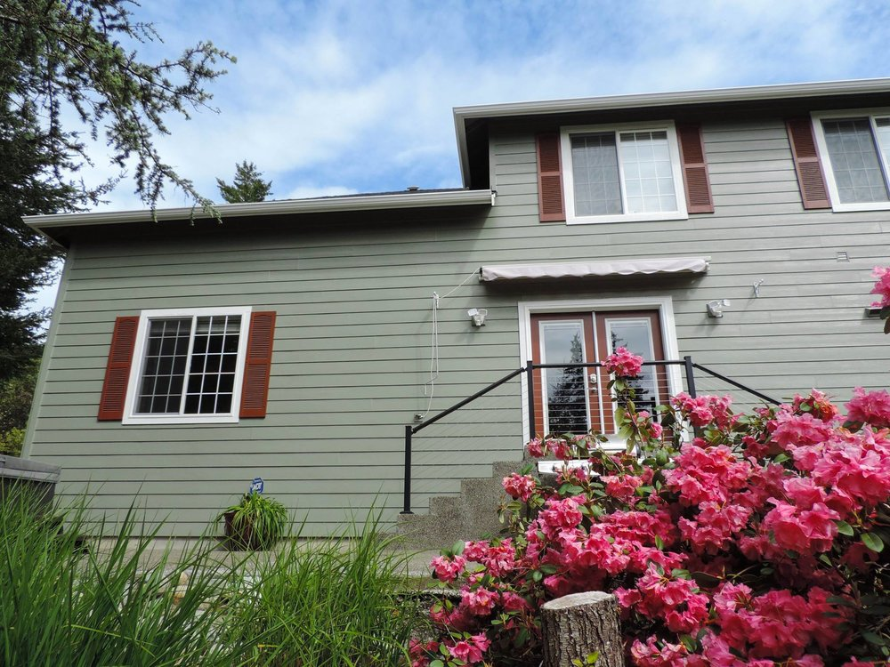 Lovely Port Orchard family invited us for an exterior paint!