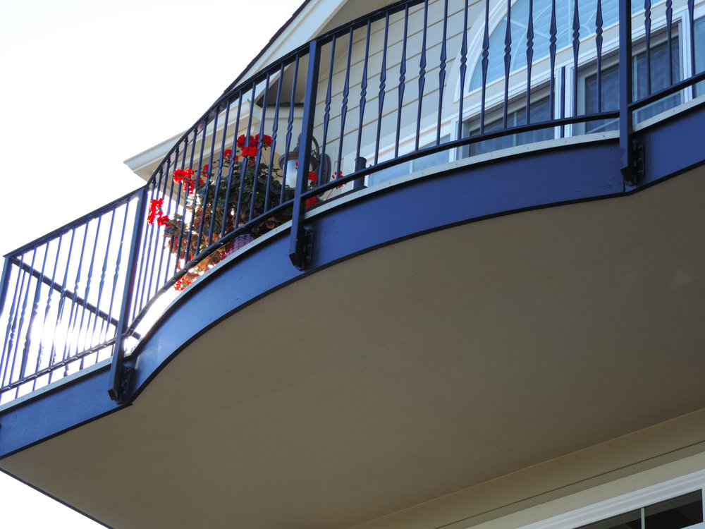 Absolutely flawless trim and outside painting job. Proud painters and satisfied customers all around the Kitsap area.