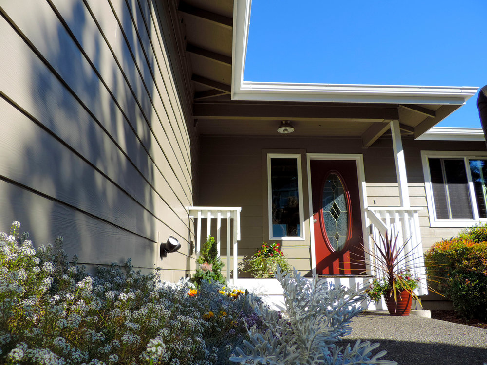 Charming contrast choice by one of our most beloved friends and customers, red door paint and exterior paint.