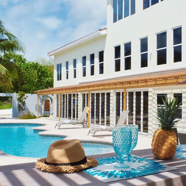 A pool, a pineapple, a sun hat, a lounger and... where are you!? ☀️ #diamondlodgebz #youshouldbehere