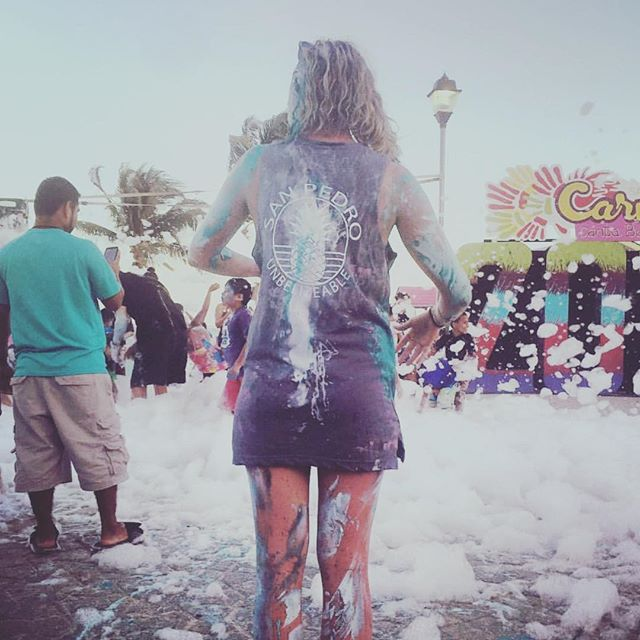 It's that time of year again! CARNIVAL! Time to drink plenty of rum punch and get covered in paint! 🌈☀️ 📷: @journeywithclara #diamondlodgebz #carnival