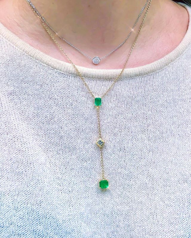 When your client drops by to get herself weekend-ready! 💁🏻‍♀️☺️✨💚💎✨ • • • #TGIF #Lariat #Emerald #Green #Diamonds #Beauty #Design #Style #Instarings #GIA #Diamondring #Bridal #She_saidyes #Thecaratclub #Theknotrings #Gemhuntrings #Vibesjewelery #Finejewelry #Elegance #Privatejeweler #Wholesale #Highend #Luxury #Love #Picoftheday #Fire #Bling #Brilliance #NYC #ASDgems