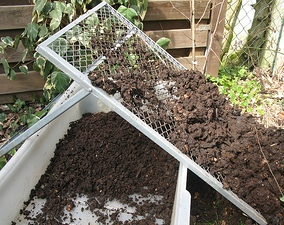 Screening Compost by Sustainable Sanitation.jpg