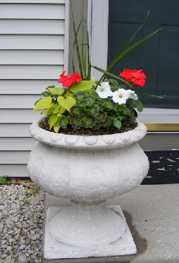 Front-urns by Midwest Gardening.jpg