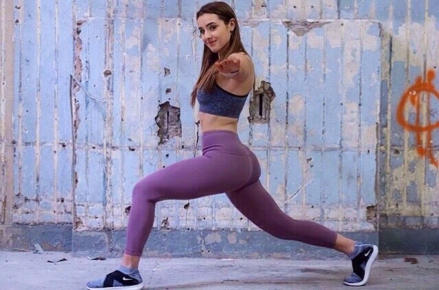 Feeling good puts a smile on everyone's face. POPiN inspiration from @ashporto all day! #wednesdayworkout #fitinspiration #buildyourbody