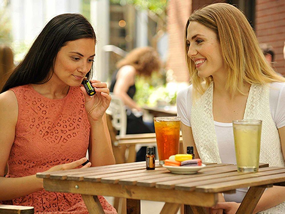 4x3-2300x1725-women-sharing-essential-oils-us-english-web.jpg