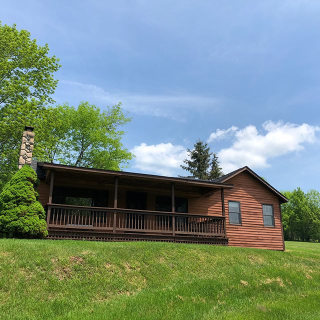 This separate guest home is pretty sweet! #catskills #catskillmountains #phoenicia #kingston #upstateny #ulstercounty #milliondollarlisting #pictureperfect #photooftheday #residential #loghome #country #countryside #views #viewsfordays #realtor #realestate #realestateagent #bosshomes #realestatelife #realtorlife #newyork #broker #brooklyn #mountains #beautiful #listing #luxurylifestyle #luxury #luxuryhomes