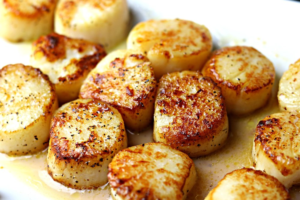 A quick recipe for seared scallops using less than 5 ingredients. Perfect for paleo, Whole30, keto, and low-carb.