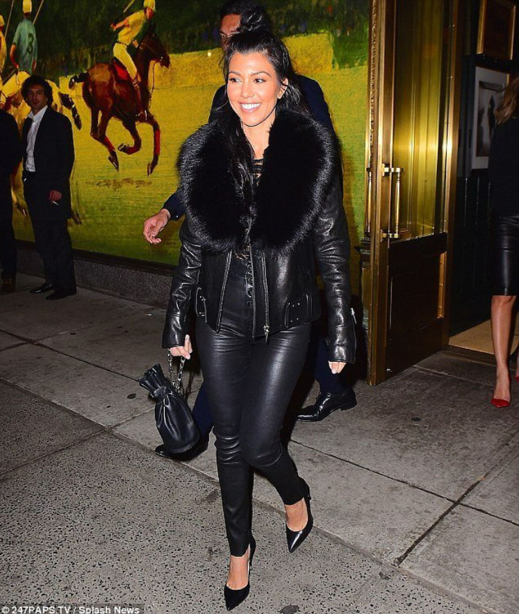 Kourtney Kardashian - Nada 1.jpg