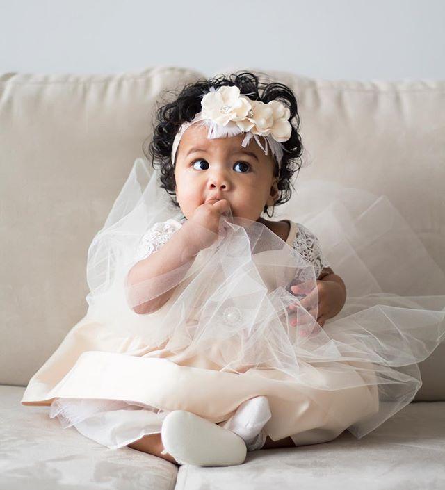 Baby Iyana's 6 month documentary update is now live on my blog! We had so much fun dressing her up like a fairy-princess — as all little girls should be! Probably my favourite shoot of 2019 so far. Thank you @msole9 for including me! — Link in bio, enjoy!🥰