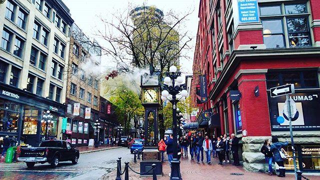 11月26日Cheers!Canada交流会@Vancouver 参加者募集中で~す🇨🇦✨ 最近は、雨&激しい気温差に若干引き気味ですが笑、そんな時期だからこそ熱い話で盛り上がりましょう🌐 当日は、ワーホリでバンクーバーに来られている方々が集合します🗺 例えば、日本でいくつも事業をおこした女性経営者、世界一周バックパッカー、日本語教師、美容師、ブロガーなど、ディズニーランドもビックリするぐらいキャラが豊富です👍笑 ワーホリでバンクーバーに来た日本人同士で、生活情報の交換、就職活動、人生などなど、ざっくばらんに語り合いましょう♫  詳細は、Cheers!Canadaのホームページ、もしくはFacebookページをご覧ください! https://www.cheerscanada.club/