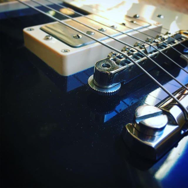 Happy @gibsunday ! #guitar #musicgear #rocknroll #musicianlife #gibsonlespaul #gibsoncustom #lespaul #countrymusic #rockmusic #guitardaily #guitarrista #humbucker