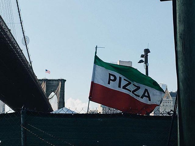 🍕 🇺🇸 #ny #nyc #brooklyn #brooklynbridge #usa #america #pizza #pic #photo #photography #ph #vsco