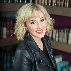 Annie brings 15 years of experience to the Salon MACKK team. She's always had a passion for craft hairdressing and loves to share her knowledge with everyone around her. Annie draws her inspiration from current fashion and classic techniques.