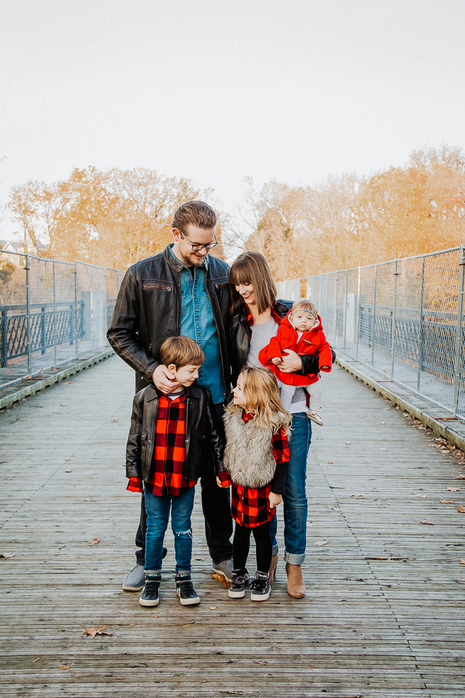 Black, red, denim and brown. I love Elle's fur vest adding texture and Mom's open plaid shirt, so that it's not overkill. They've also incorporated the red in baby London's jacket, but then Dad skipped over the red and brought in the leather jacket to match Will. Perfect.