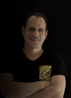 Jose Navarro    CEO y Co-founder   Su objetivo es poder hacer una sociedad mucho mejor para todos. Literalmente su desvelo es producto de la sangre innovación que corre por sus venas, por crear siempre una forma más fácil para todo.