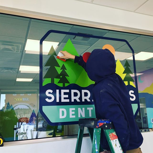Trevor putting up the finishing touches on @sierra_kids_dentistry !! Congratulations to Hans and his team.