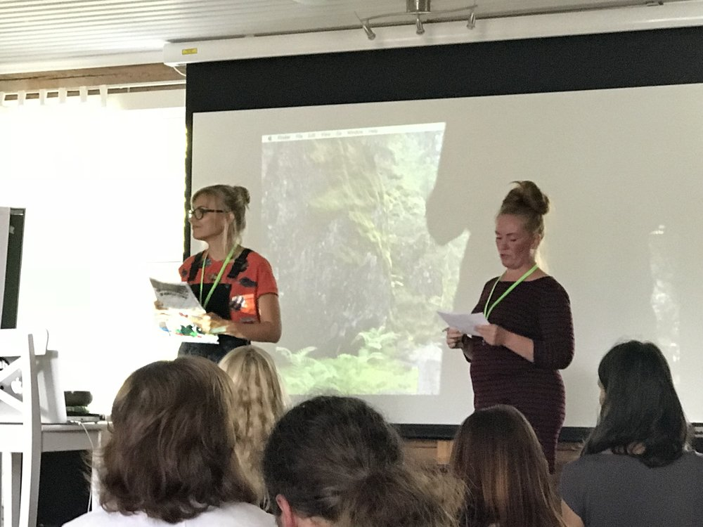 Upeat järjestäjät Riina ja Heidi.  —  Our fantastic hosts, Riina and Heidi.