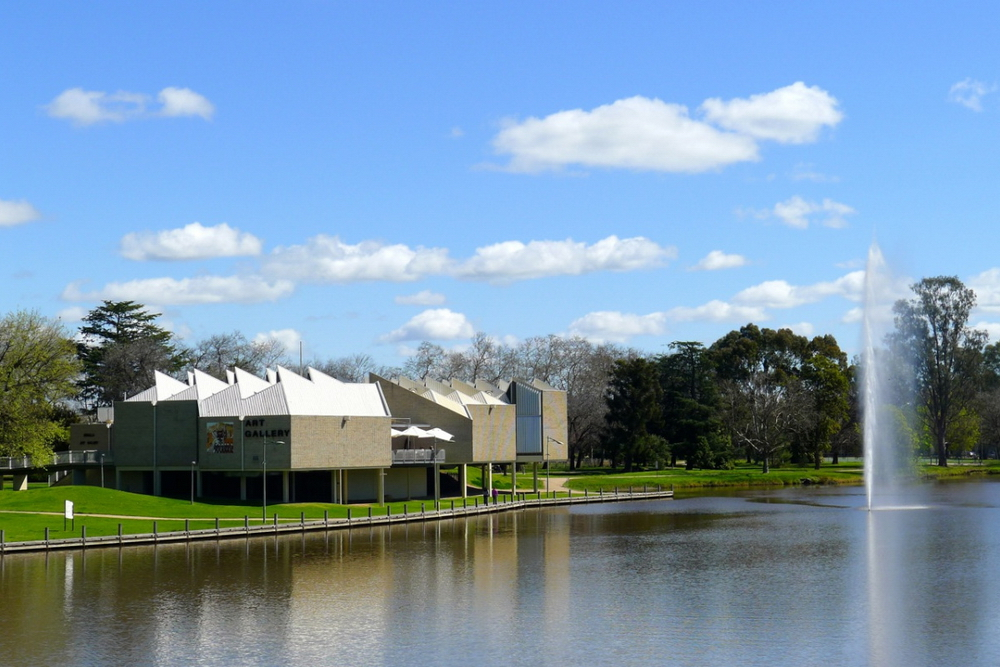 benalla-art-gallery-next-to-lake-benalla-victoria.jpg