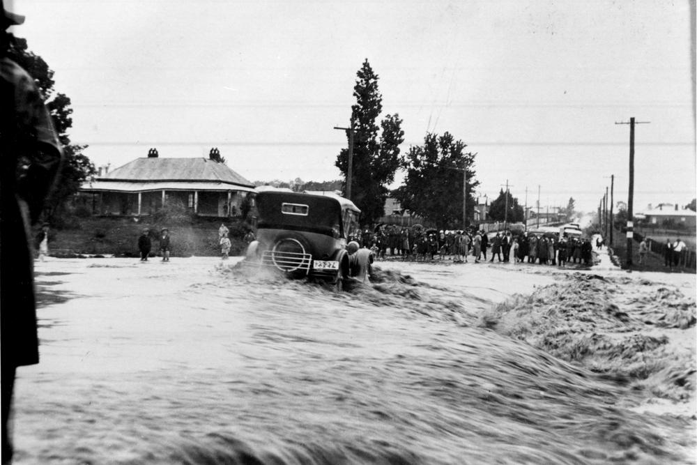 Flooding on Marsh St just north of Stephens Bridge - 1928