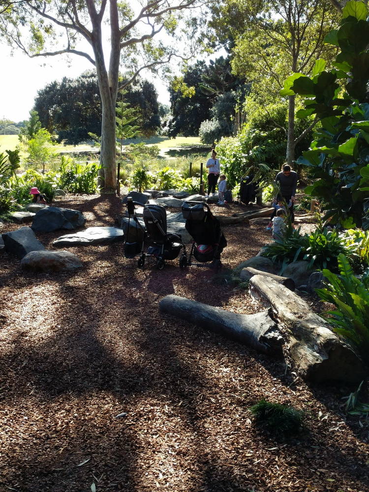 Toddlers, mums, natural obstacles and shade in the WILD PLAY garden