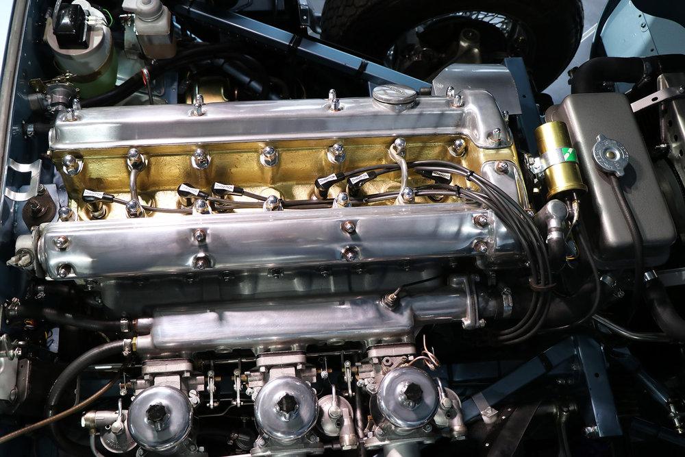 1966_opalescent_silver_blue_Jaguar_Sayer_etype_series _I_20_resized.jpg