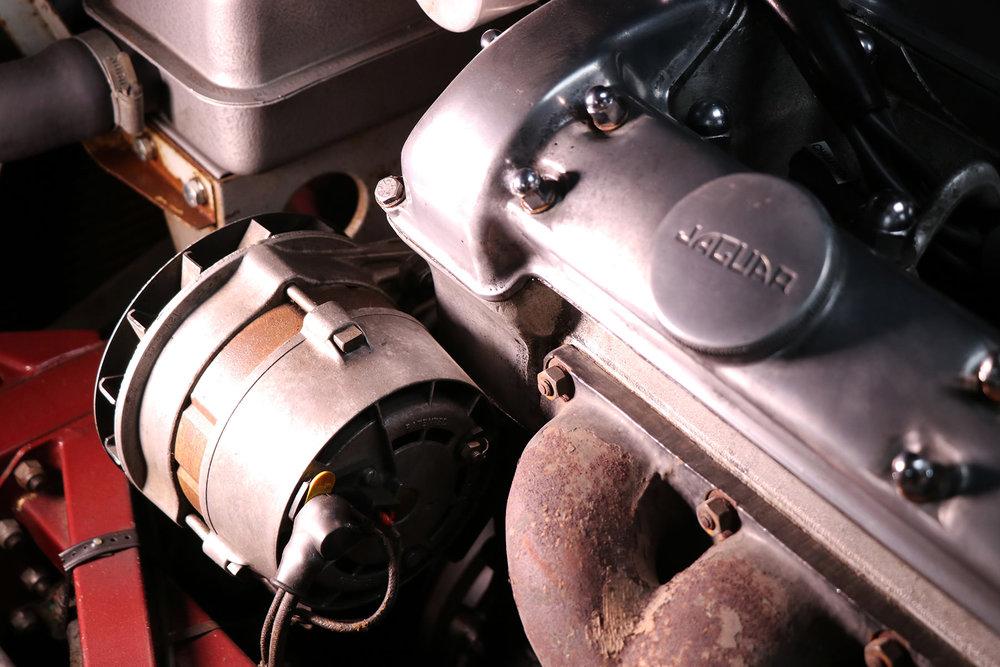 1965_fixed head_coupe_maroon_sayer_jaguar_etype_series_I_28_resized.jpg