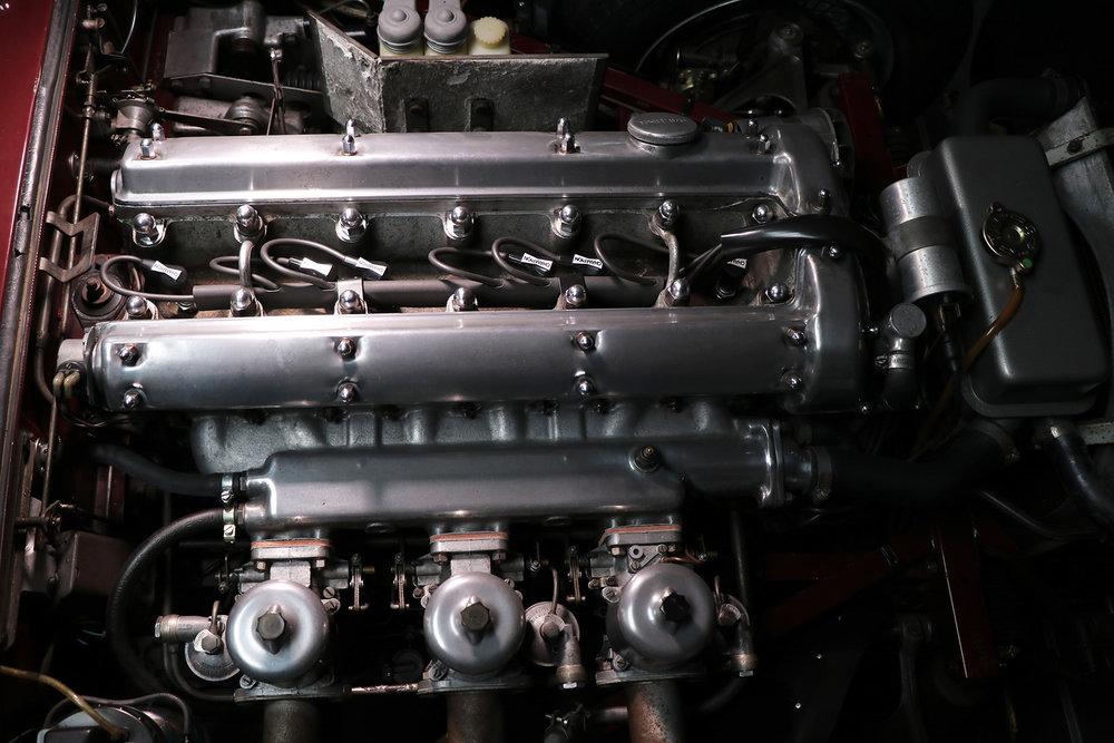 1965_fixed head_coupe_maroon_sayer-jaguar_etype_series_I_22_resized.jpg