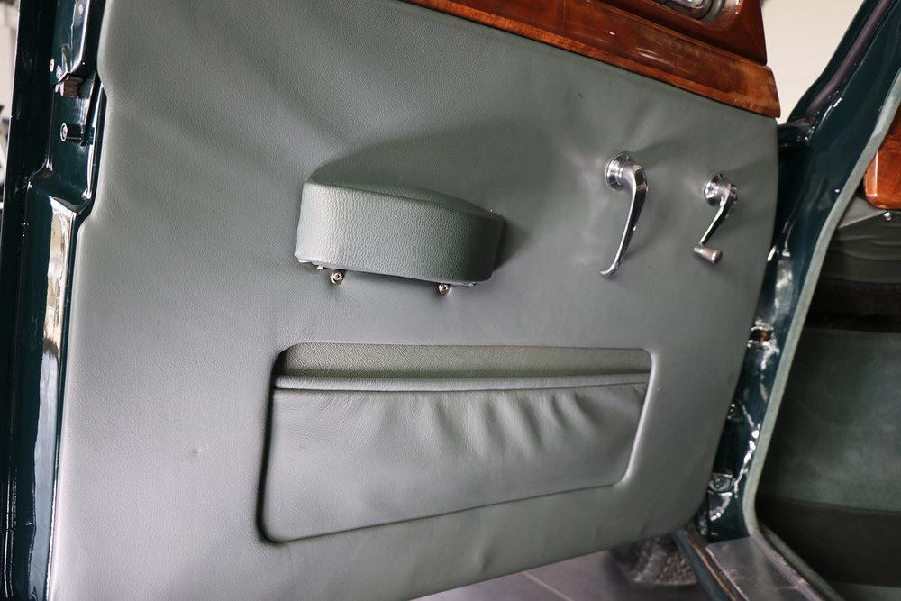 1959_Jaguar_Mark 1_sayer selection_duncan hamilton_lady cheatham_24_web.jpg