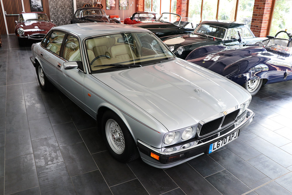 1994_Jaguar XJ40_V12_6 litre_silver_Daimler_Sayer Selection 1 web.jpg