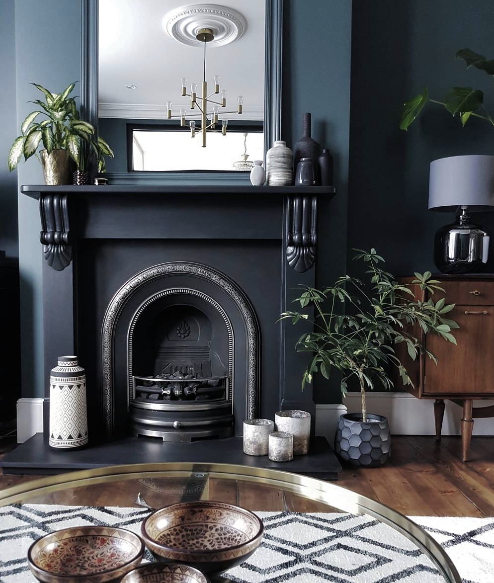 Kristines fabulous home has already been featured on my blog .....  Read it      here      Her Inchyra Blue sitting room is so beautiful, the texture, the hints of gold and the plants just set it off to perfection   @restoringlansdowne