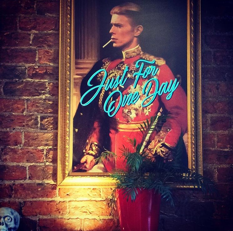 Pati has chosen this fantastic Bowie print, which not only looks fabulous but lights up in neon wire too! How cool is that!